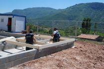Preparación de muros de fachada para su izado. © Arquitectura Biopasiva Baransu