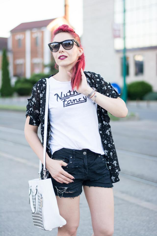 Casual white and black look