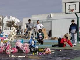 Una cantidad de juguetes de plástico por tirar, nos servirán de base para dar vida nueva a aquello que ya no sirve.