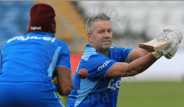 Stuart Law (right) quits as West Indies head coach