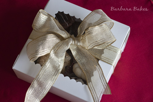 Christmas-Cookies in a box wrapped with a white bow