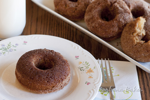 Baked-Apple-Cinnamon-Sugar-Donuts