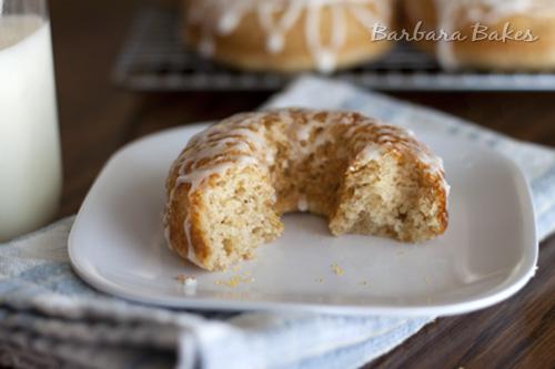 Baked-Lemon-Donuts-Biten