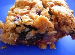 Featured Image for post Very Berry Crumble Bars