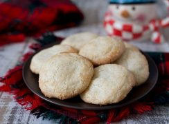 Bitterkoekjes – Almond Macaroons on a plate