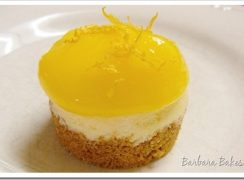 Featured Image for post Mini Cheesecakes with Lemon Curd