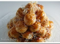 Featured Image for post Daring Bakers' Croquembouche aka a Cream Puff Tower