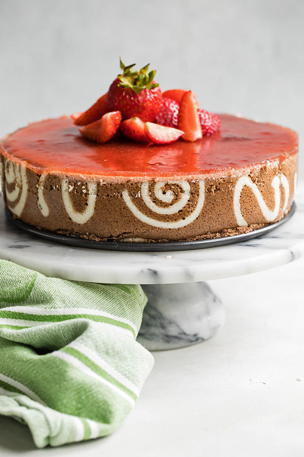 strawberry-lemon-cheesecake-entremet-on-cake-stand