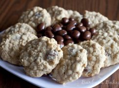 Featured Image for post Oatmeal Raisinet Cookies