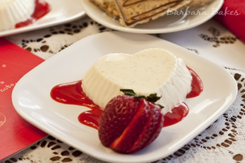 Vanilla Bean Panna Cotta with Strawberry Coulis
