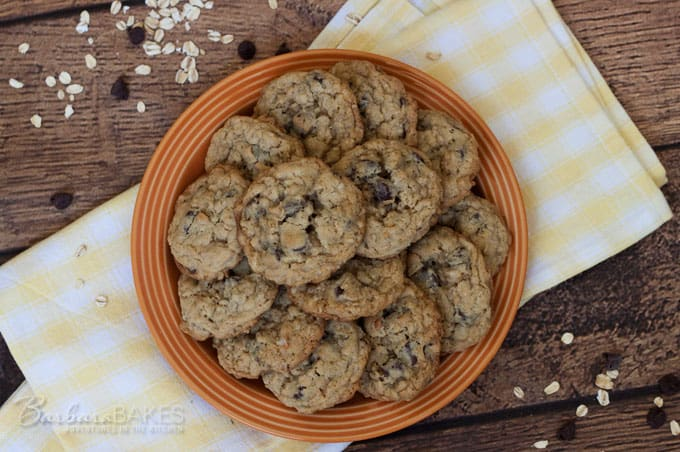 Featured Image for post Perfect Chocolate Chip Oatmeal Cookies