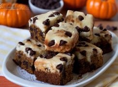 Featured Image for post Pumpkin Chocolate Chip Cheesecake Bars
