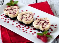 Featured Image for post Heart Shaped Mini Raspberry Swirl Cheesecake