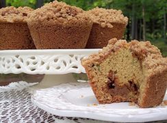 Featured Image for post Crumb Topped Caramel Zucchini Muffins