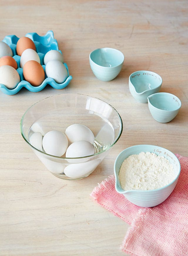 Simple ingredients used to make cream puffs