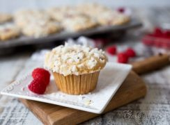 Featured Image for post Raspberry Banana Streusel Muffins