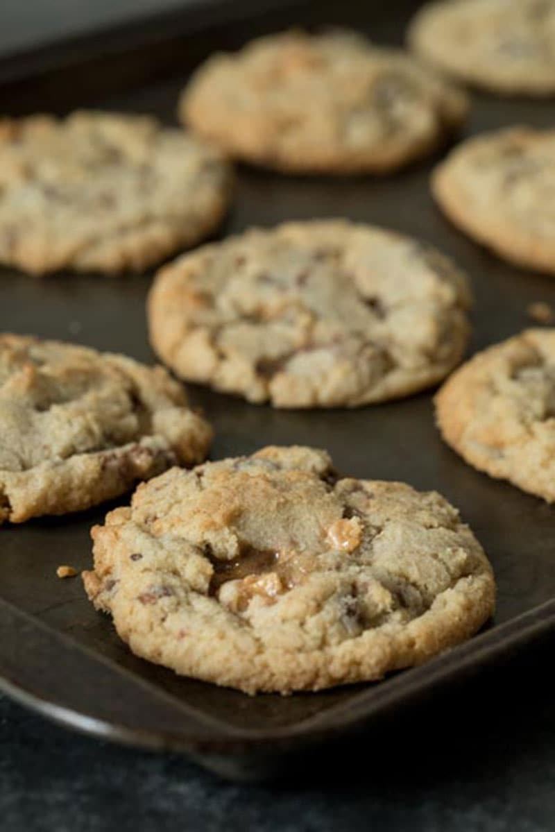 This Snickers Baking Bites Cookie Recipe is a must try if you\'re a Snickers lover. They\'re a chewy cookie with chocolate chips and big chunks of Snickers Baking Bites. The Snickers Baking Bites melt and get sticky, gooey caramely; adding an extra layer of deliciousness to an already great cookie.