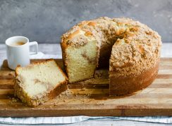 Featured image of homemade Corner Bakery Coffee Cake