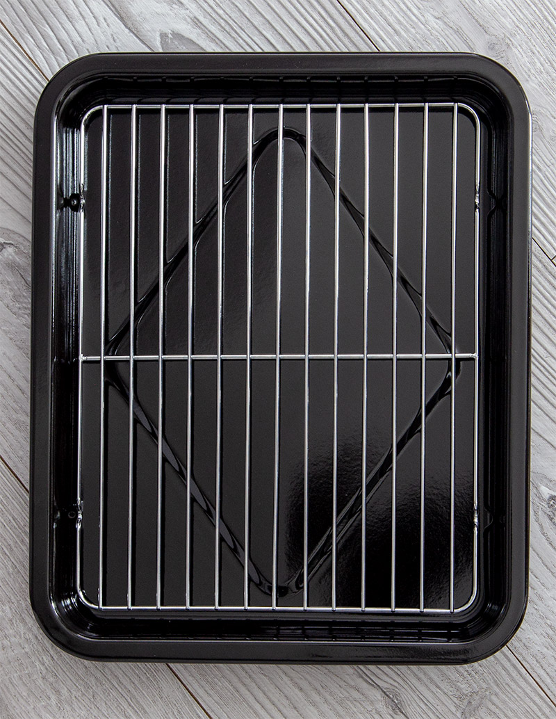 Overhead shot of pan and roasting rack included with the Breville Smart Oven Air Fryer.