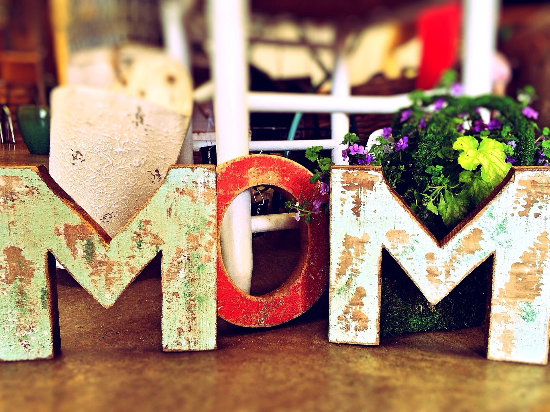 8 Mother's Day Gift Ideas That Are Sure to Make Mom Smile