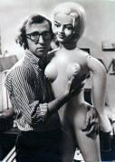 Woody Allen con una bambola gonfiabile
