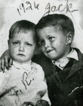 Johnny Cash e suo fratello maggiore Jack, 1934. Jack è scomparso all'età di quindici anni