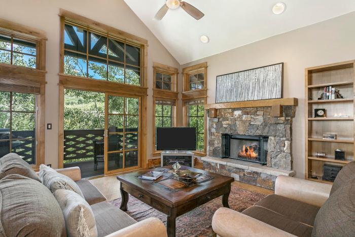 Settler's Lodge #201, Bachelor Gulch / SOLD $1,600,000 / 12.3.18 (Photo: LIV SIR)