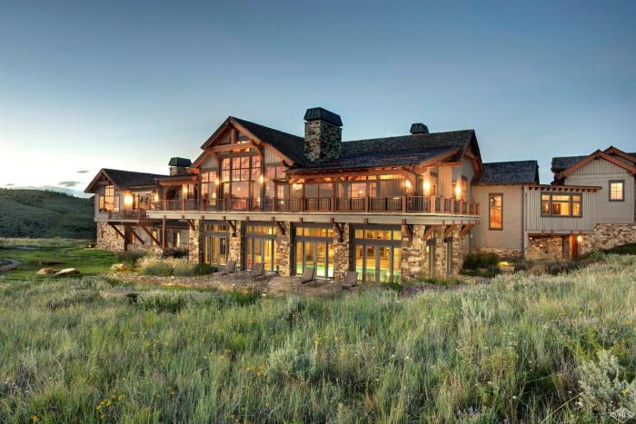 318 Kicking Horse Trail, Cordillera / SOLD $4,700,000 / 8.23.19 (Photo: LIV SIR)