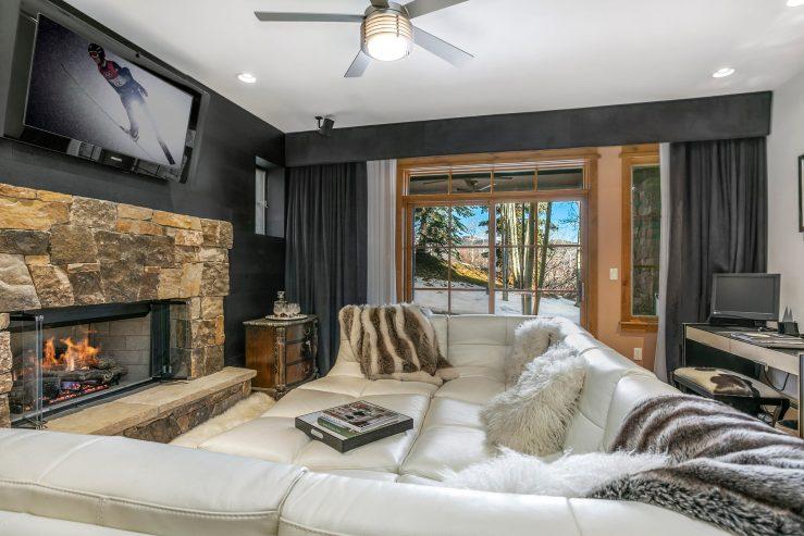 1087 Bachelor Ridge Road #104, Bachelor Gulch / SOLD $1,400,000 on 12.11.2020 / Seller Represented (Photo: LIV SIR)