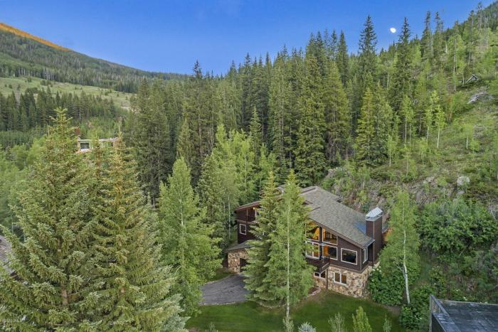 5165 Main Gore Drive S, Vail / SOLD $2,560,000 on 10.19.2020 / Buyer Represented (Photo: LIV SIR)