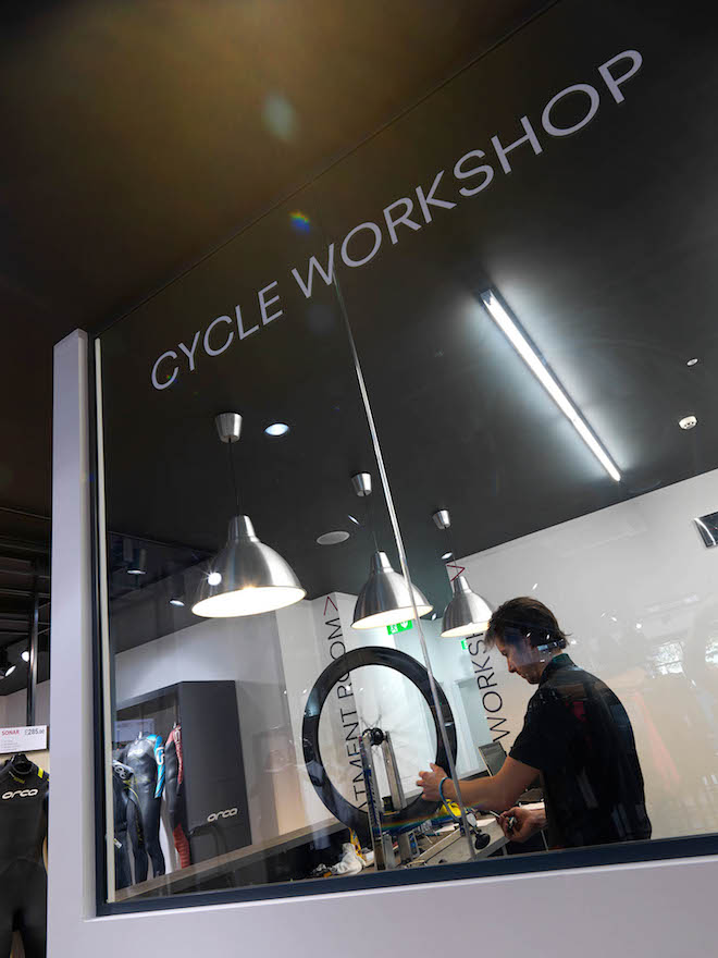 Cycle workshop in the Triathlon Shop