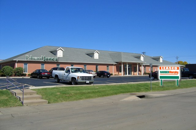 Office space leased by Edward Jones in swansea illinois