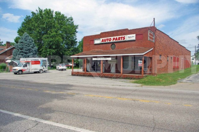 Exterior Building Image for Small Engine Repair Shop and Parts Dealer, 610 S Market, Waterloo, IL 62298