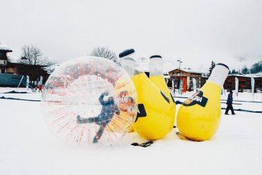 Bowling géant à la neige - Zorbing au tournoi des 6 stations Orangina