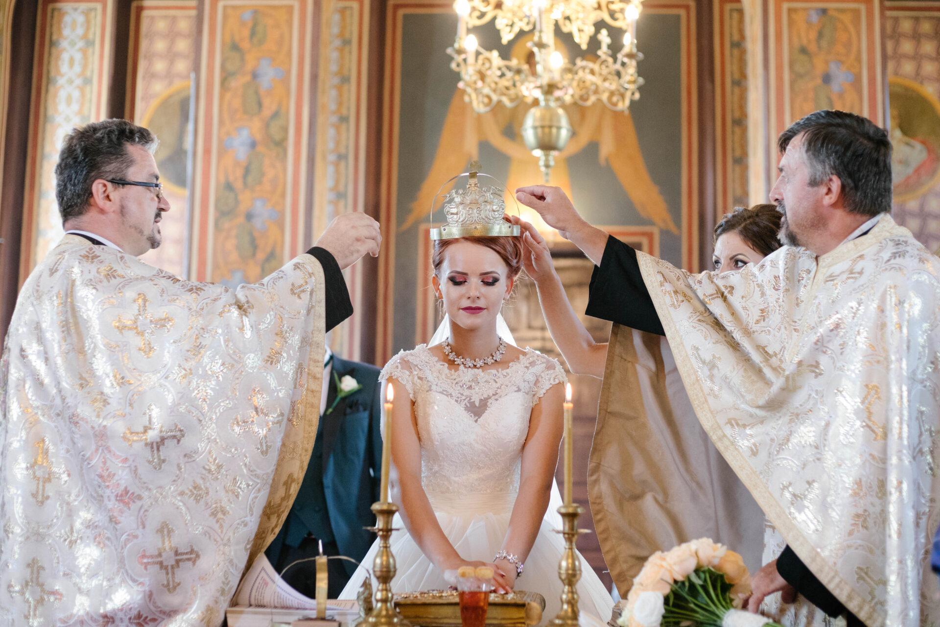 Fotograf evenimente Targu Jiu, Gorj, nunti, botezuri, sedinte foto, majorate, fotografie de produs, fotografie de promovare.