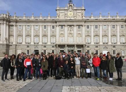 02_madrid-group-at-royal-palace