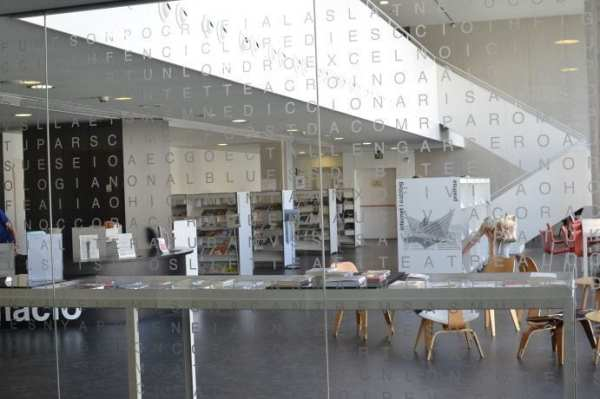 biblioteca eixample barcelona