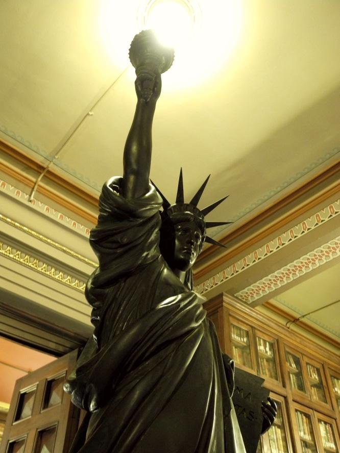 secretos bcn estatua
