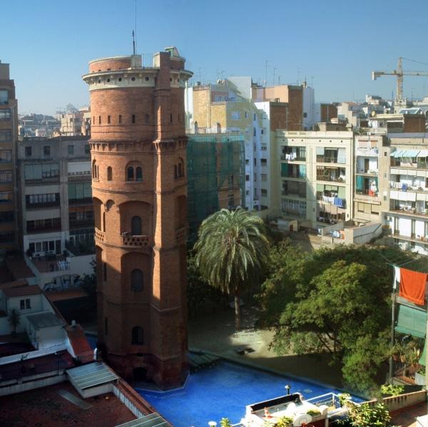 Barcelona,_Eixample,_Torre_de_les_Aigües