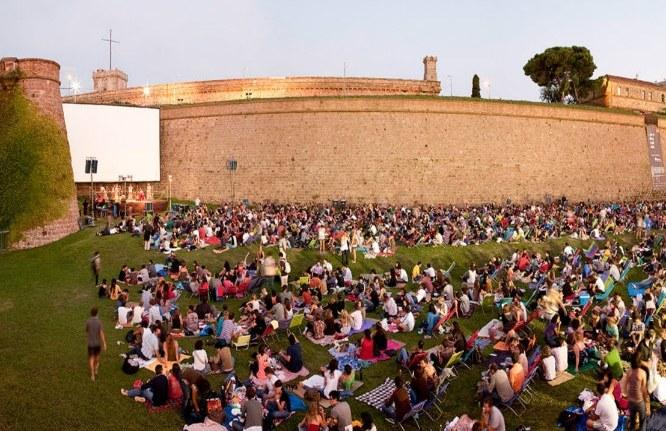 Un verano de pel cula vuelve el cinema a la fresca de for Cinema montjuic 2016