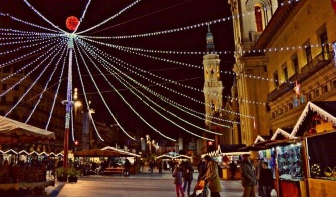 Mercadillo-de-Navidad-en-la-Plaza-del-Pilar-en-Zaragoza-e1450345475661-700x410 (1)
