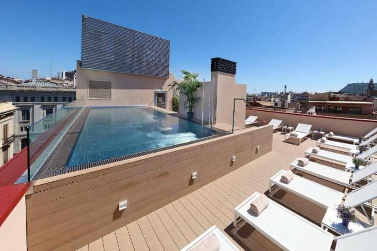 rooftop-met-zwembad-hotel-park