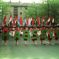 Zengjen a dalunk, pajtás – éljenek a május elsejék!