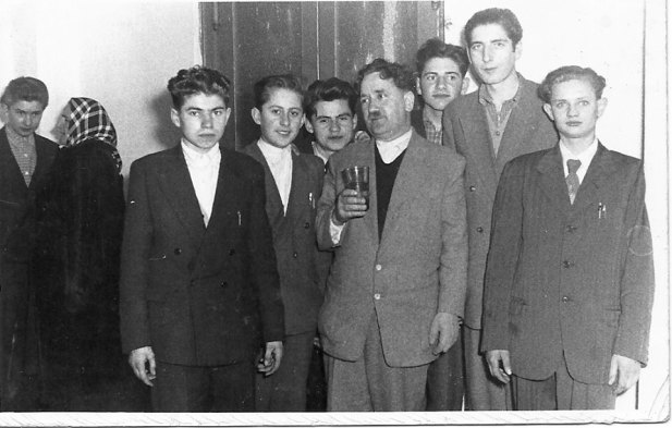 Csizmadi Lajos szakoktató mester és néhány tanulótárs 1959. március 12-én