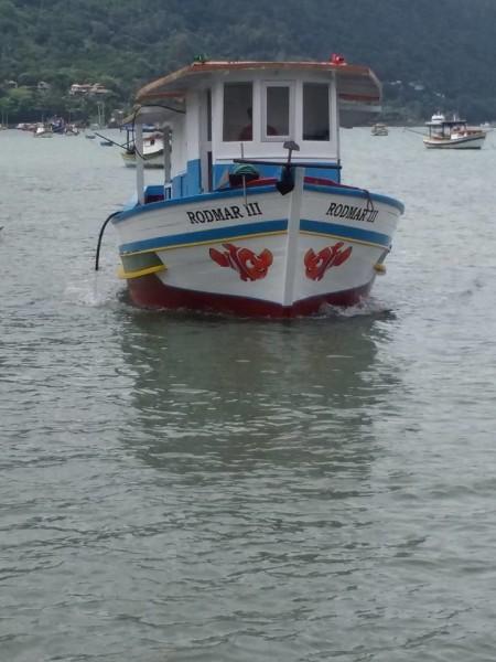 barco-rodmar-em-sao-sebastiao-aluguel-de-barcos-450x600
