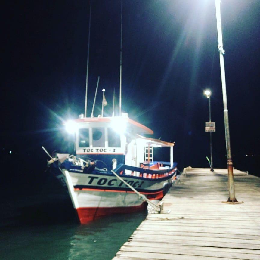 barco pescaria em ilhabela toc toc