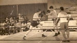 San participou da primeira luta de boxe televisionada do Paraná. Acima, luta no clube Duque de Caxias, de onde eram feitas as primeiras transmissões/Arquivo Rubens San