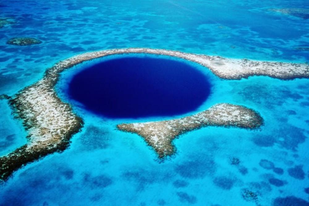 Hasil gambar untuk great blue hole