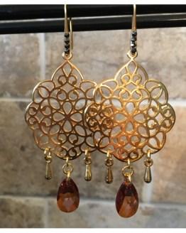 Ørepynt i gull og swarovskikrystaller