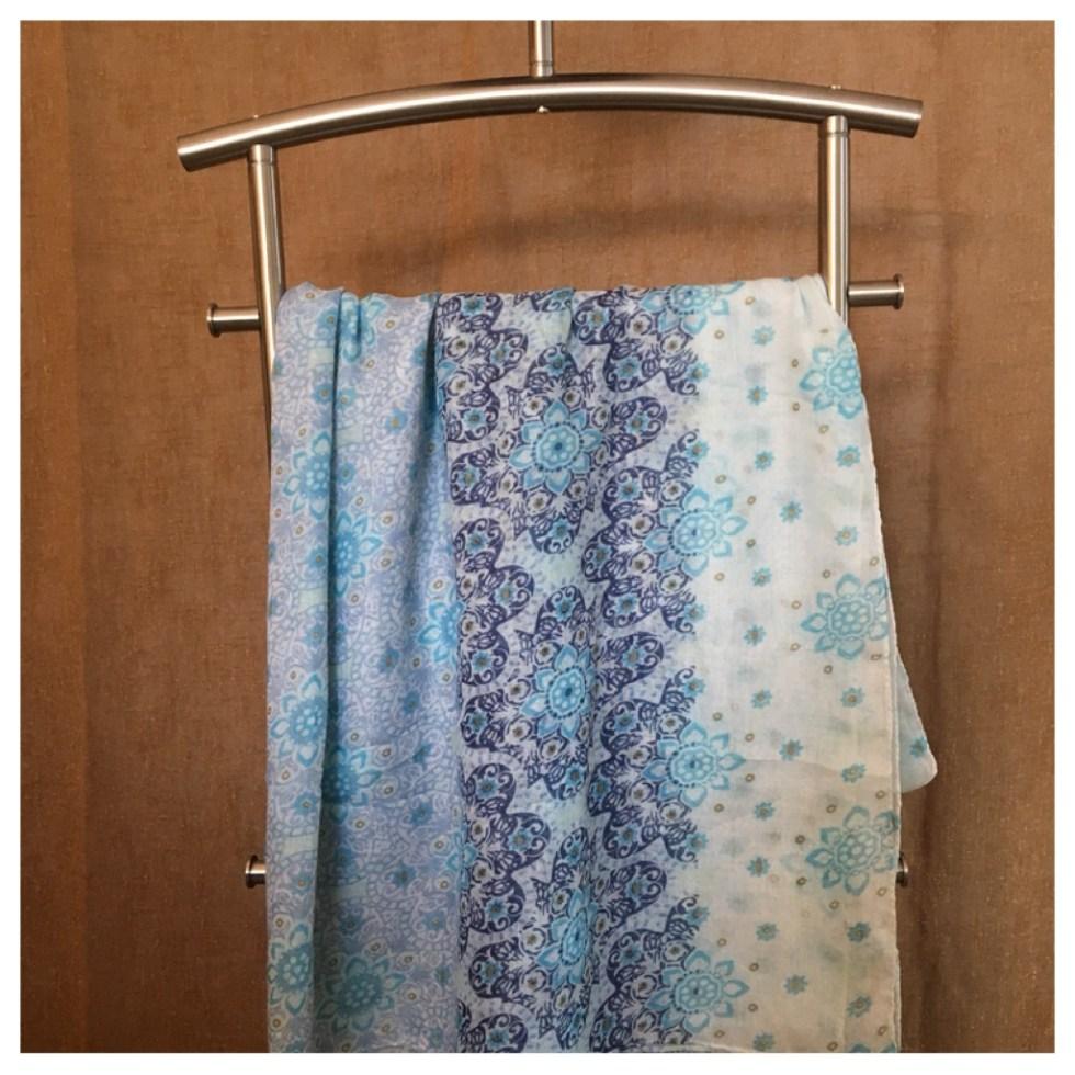 Blått skjerf med dusker